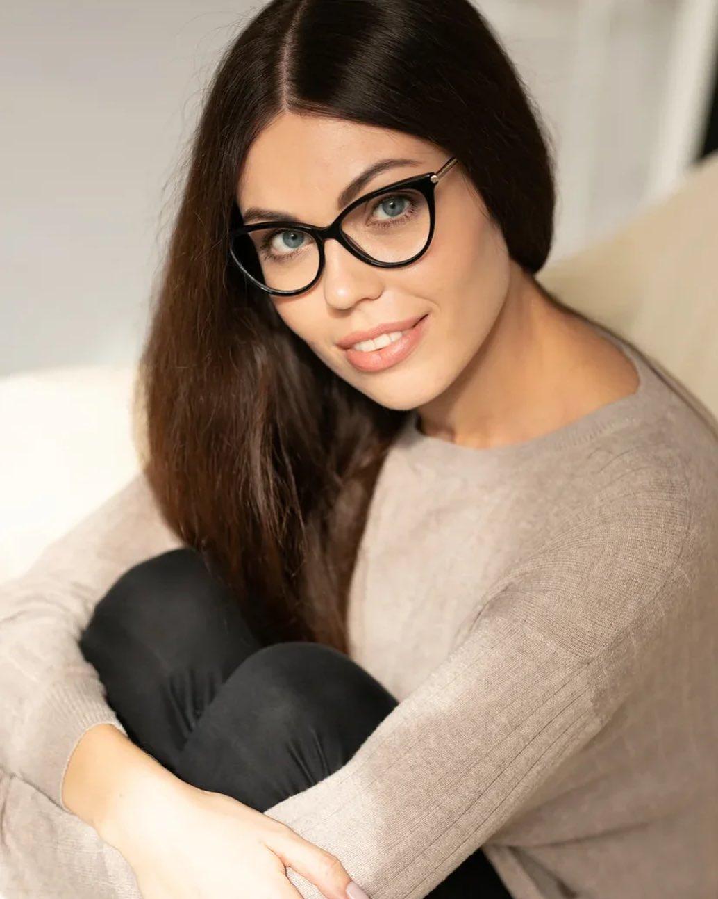 ТОНКИЕ И ЛЁГКИЕ ЛИНЗЫ ⠀ Как же хочется носить стильные и  удобные очки, но не м...